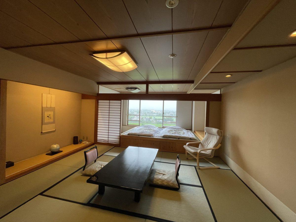 潮の香の湯宿浜紫の『瑞雲館の和室12.5畳+小上がり』に宿泊してきた!